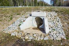 Tuyau de drainage sous la route Photographie stock libre de droits