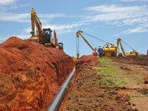 Tuyau enterrant l'opération à la construction de gazoduc photos libres de droits