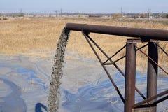 Tuyau sale avec la pollution photo libre de droits