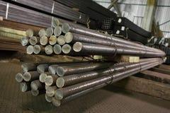 Tuyaux d'acier inoxydables déposés dans les piles Images stock