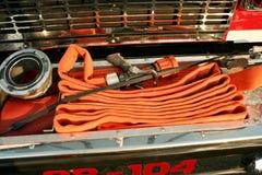 Tuyaux d'incendie sur un camion Photo stock