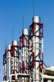Tuyaux d'usine avec le cadre rouge et blanc Images stock