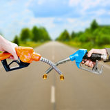 Tuyaux de carburant sur la route, montage de photo Photographie stock