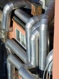 Tuyaux de chauffage et de climatisation sur la construction Photos libres de droits