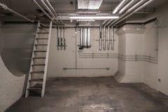Tuyaux de sous-sol image stock