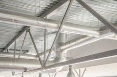 Tuyaux en acier industriels de ventilation. Images libres de droits