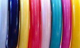 Tuyaux en plastique colorés images libres de droits