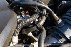 Tuyaux et câbles de moteur de voiture Images libres de droits