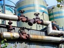 Tuyaux et valves rouillées Images stock
