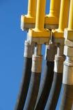 Tuyaux hydrauliques sur un camion d'excavatrice Photo stock
