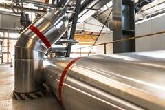 Tuyaux industriels dans une centrale thermique Photo libre de droits