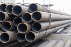 Tuyaux industriels sur l'entrepôt photos libres de droits