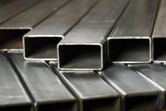 Tuyaux rectangulaires en métal photographie stock libre de droits