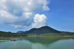 Tuyen Lam Lake, het Paradise-Meer in Dalat stock afbeelding