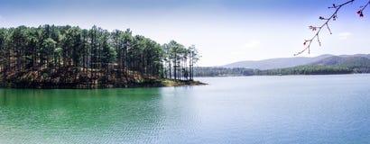 Tuyen Lam Lake - Lat da Dinamarca fotografia de stock