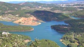 Tuyen Lam sjö på mounttainsikt, Da-Latstad, Lam Dong landskap, Vietnam lager videofilmer