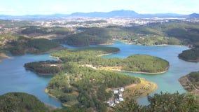 Tuyen Zwianie jezioro na mounttain widoku, Da Lat miasta, zwiania Dong prowincja, Wietnam zdjęcie wideo