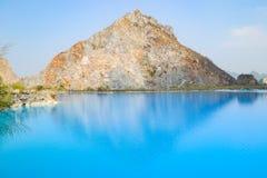 Tuyet Tinh Coc湖,自然Trai儿子山的,Hai phong,越南颜色蓝色湖 免版税图库摄影
