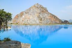 Tuyet Tinh Coc湖,自然Trai儿子山的,Hai phong,越南颜色蓝色湖 库存图片