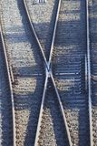 Tvärgata av järnvägsspår i Corunha royaltyfri foto
