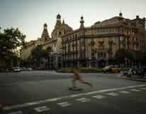 Tvärgata på moderna Barcelona arkivbild