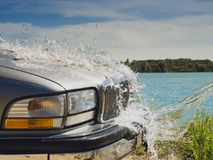 Tvätt av en bil royaltyfri bild