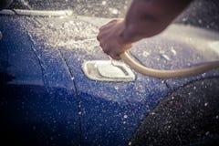 Tvätt av en bil royaltyfri fotografi