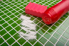 Tvätt av tegelplattorna i badrummet Royaltyfria Foton