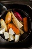 Tvättande grönsaker 免版税库存照片