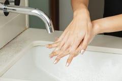 Tvättande händer med tvål Royaltyfria Bilder