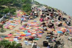 Tvättande kläder för folk i Agra, Indien Royaltyfri Fotografi