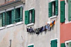 Tvätteri som hänger för att torka Arkivbild