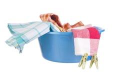 Tvätteri - tvättställ med kläder Fotografering för Bildbyråer