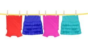 Tvätterilinje med kläder som isoleras på vit Royaltyfria Bilder