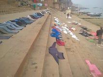 Tvätteritid i Varanasi Arkivfoton