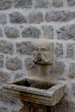 Tvättställ som göras av stenen Arkivbilder