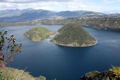 Två öar i laken Cuicocha Royaltyfria Bilder