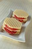 Två öppna smörgåsar med korven Royaltyfri Bild