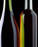Två abstrakta vinflaskor på den svarta bakgrunden royaltyfria bilder