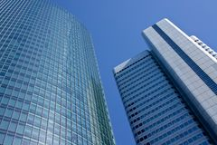 Två affärsbyggnader Fotografering för Bildbyråer