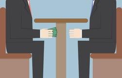 Två affärsmän som passerar pengar under tabellen, bestickning, Corrupti Arkivbild