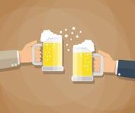 Två affärsmän som rostar exponeringsglas av öl royaltyfri illustrationer