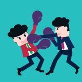 Två affärsmän som slåss i en boxning med boxninghandskar Royaltyfri Fotografi