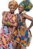 Två afrikanska modemodeller på vit bakgrund. royaltyfri fotografi