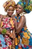 Två afrikanska modemodeller på vit bakgrund. Royaltyfria Bilder