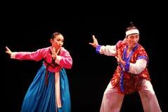 Två aktörer av Busan den koreanska traditionella dansen Arkivfoto