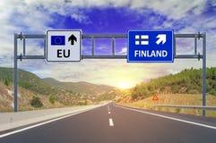 Två alternativ EU och Finland på vägmärken på huvudvägen Royaltyfria Foton