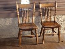 Två antika för press stolar tillbaka Royaltyfria Bilder