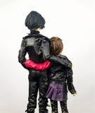 Två artikulerade den dockor försåg med gångjärn mannen och kvinnan royaltyfri bild