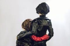 Två artikulerade dockor man och iklädd läderclothin för kvinna fotografering för bildbyråer